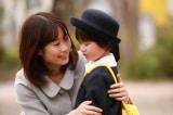 Cậu bé Nhật nhớ lại việc bị tai nạn ở kiếp trước và muốn gặp lại mẹ