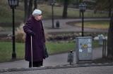 Cụ bà 100 tuổi vẫn làm việc ở McDonald's