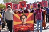 Bà Suu Kyi bị cáo buộc tội danh mới; người dân Myanmar tiếp tục phản đối trong Lễ té nước