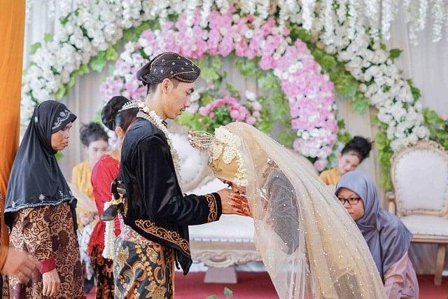 cưới nhầm vợ