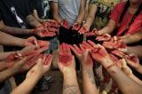 Người biểu tình Myanmar đổ sơn đỏ xuống đường khi số người chết tiếp tục tăng