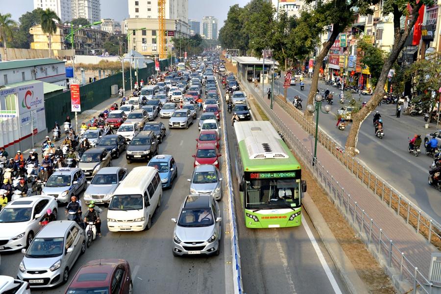 Buýt nhanh BRT Hà Nội: Tăng 200.000 lượt khách nhưng doanh thu sụt 2,7 tỷ  đồng? - Trí Thức VN