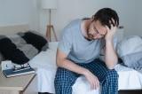 """Một thói quen """"rất hại gan"""" khi thức dậy mỗi sáng mà bạn cần bỏ"""