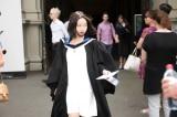 """Cô gái gốc Hoa thề viết cho đến khi đóng cửa """"trung tâm đào tạo"""" Tân Cương"""
