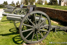 Chuyện lạ: Thần lực khiến 13 quả đạn pháo trúng mục tiêu đều không nổ
