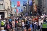 London: Hàng nghìn người biểu tình phản đối phong tỏa và hộ chiếu vắc-xin
