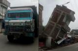 Xe tải thoát nạn trong gang tấc khi cả tòa nhà đổ sập xuống đường