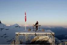 Nhạc sĩ Pháp chơi nhạc trên đỉnh núi tuyết cao 3.000 mét