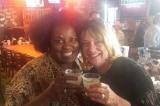 Tình bạn ngọt ngào 50 năm của 2 người phụ nữ có màu da khác nhau