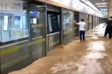 Những người sống sót sau trận lũ lụt ở Trịnh Châu kể về thời khắc sinh tử trong tàu điện ngầm