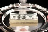 Nhân viên tốt bụng trả lại 42.000 đô la và được tưởng thưởng xứng đáng