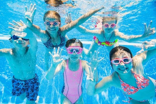 an toàn cho trẻ khi đi bơi