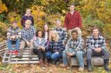 Phép màu đến với cặp vợ chồng không thể thụ thai nhận nuôi 7 đứa trẻ
