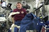 Phi hành gia giặt quần áo trong không gian vũ trụ bằng cách nào?