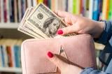 Mức lương trung bình của người Mỹ giảm gần 2% do lạm phát