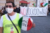 """Hàng nghìn người Ý biểu tình phản đối """"thẻ xanh"""" COVID để ăn nhà hàng, vào bảo tàng"""