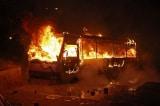 Tài xế xe buýt nhanh trí cứu 25 đứa trẻ trước khi chiếc xe bốc cháy