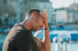 Sau khi ngủ dậy, người đàn ông 36 tuổi mất toàn bộ 20 năm ký ức