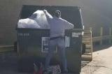 Bà mẹ 4 con kiếm 1000 USD mỗi tuần nhờ công việc bới rác