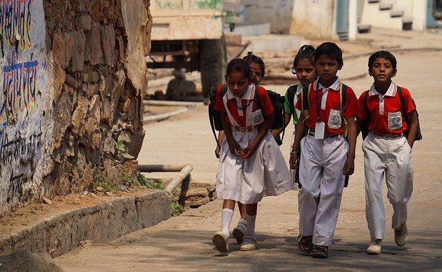học sinh Ấn Độ, thầy giáo Ấn Độ