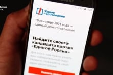 Apple và Google gỡ bỏ ứng dụng của phe đối lập trước áp lực từ Điện Kremlin