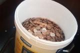 Nhân viên nhà hàng nhận được 30 kg tiền xu sau khi nghỉ việc