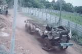 Tài xế đuổi theo đầu của chiếc xe tải bị gãy lao về phía trước