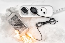 Nghệ An: Vừa sạc vừa học online, một học sinh lớp 5 tử vong do điện thoại phát nổ