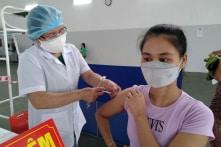 Việt Nam: Hàng loạt tỉnh, thành bắt đầu tiêm hàng triệu liều vắc-xin Trung Quốc cho người dân