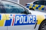 Cậu bé 4 tuổi gọi điện khẩn cấp để mời cảnh sát đến xem đồ chơi của mình